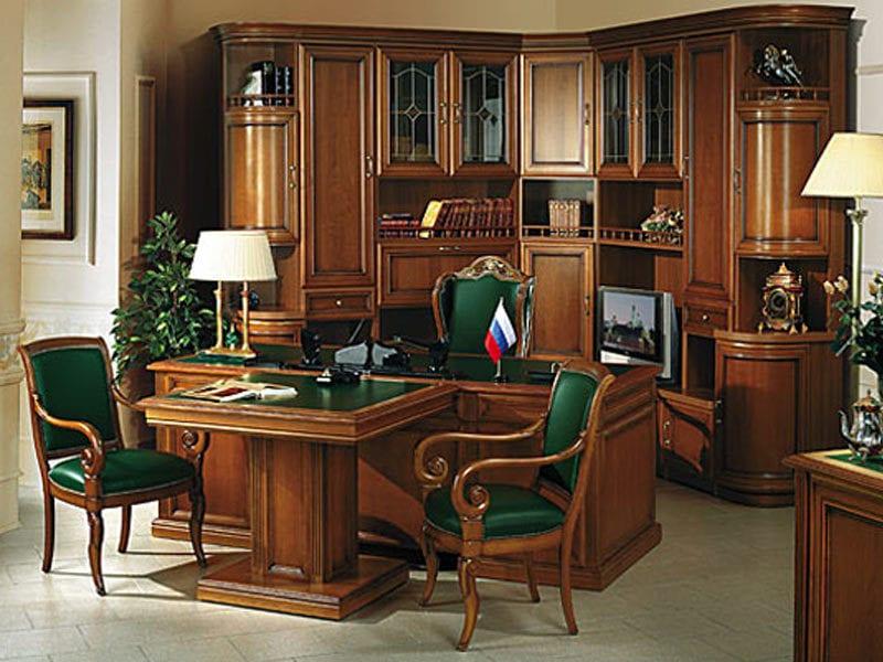 Шкаф в кабинет из массива.