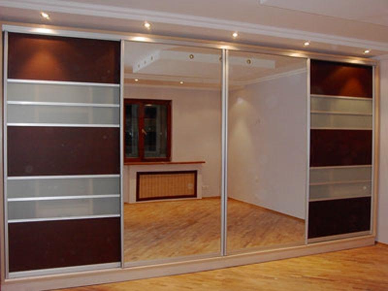 Встроенный шкаф в зальную комнату.