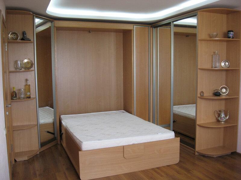 Шкаф-купе с откидной кроватью.