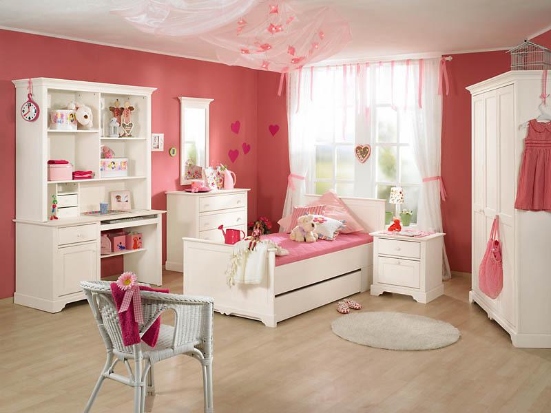 Мебель в детскую комнату для девочки.