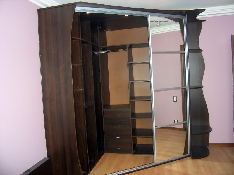 Купить гардеробную комнату.