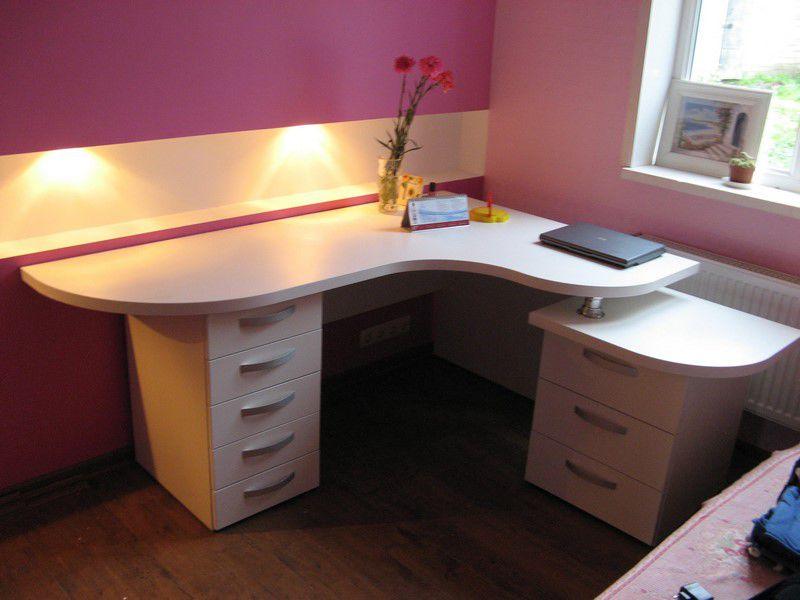 Письменный стол в детскую