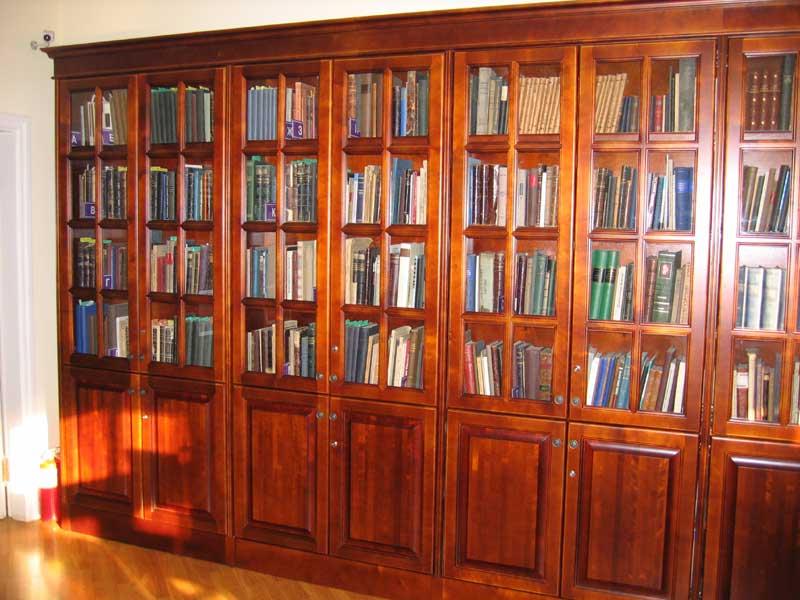 Купить книжный шкаф в библиотеку по низкой цене в минске..