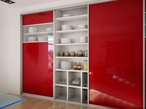 Красный шкаф-купе.