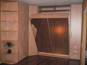 Шкаф с откидной кроватью.