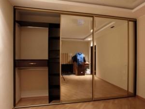 Шкаф с зеркалами для спальни.